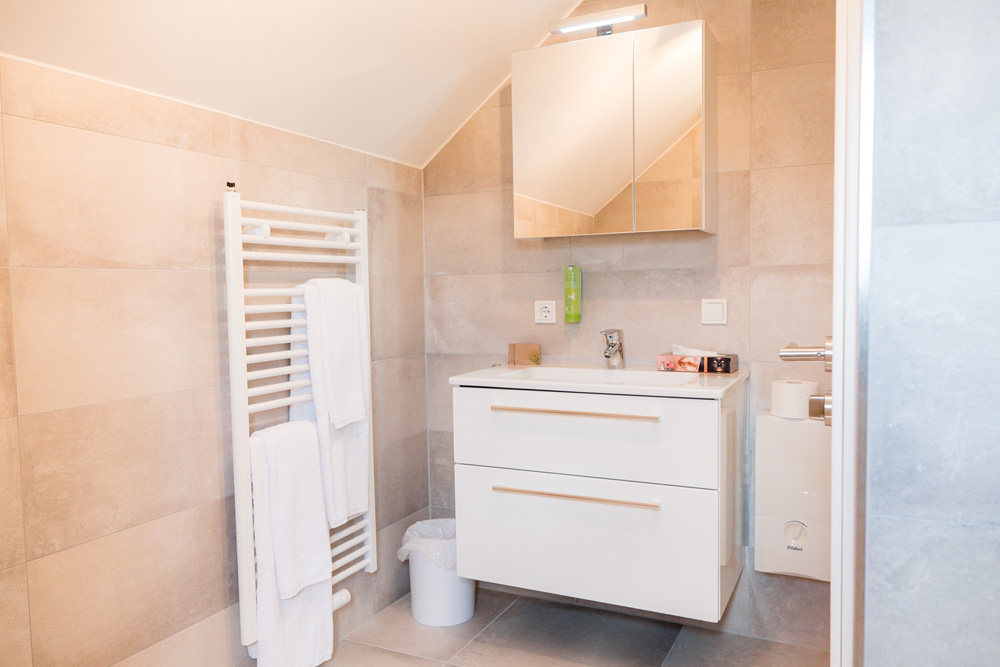 Luxurious bathrooms are offered in all hotel suites at Apex Nürburg.